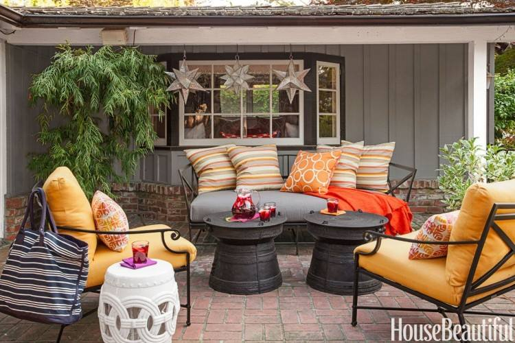 Small Space Patio Decorating Ideas with Really Comfortable Outdoor Furniture  www