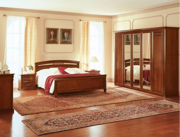 double bed / classic / with upholstered headboard / solid wood