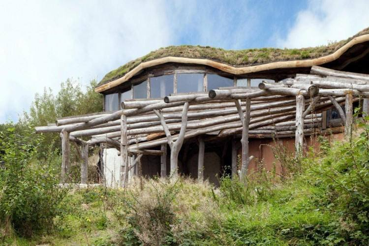 We always find it very interesting to see some of the most unusual designs  that people build when designing their property and Grand Designs homes on