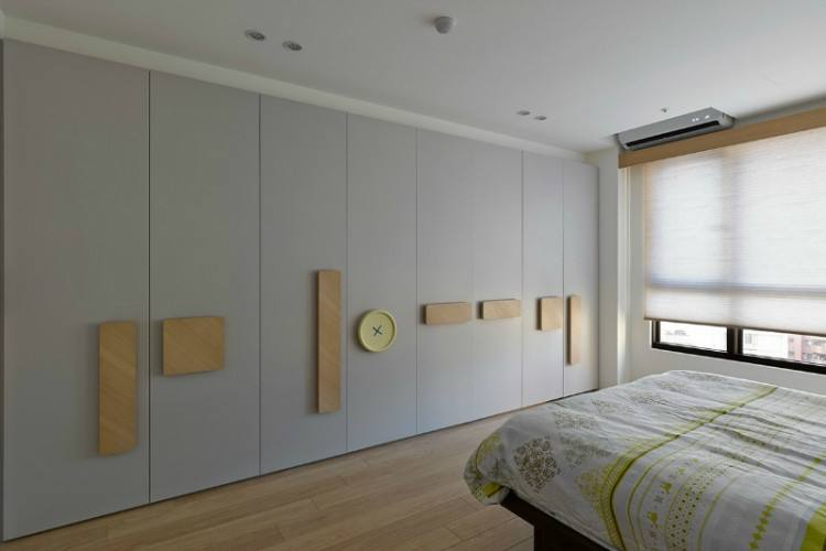 White Gloss Acrylic Built In Wardrobe With Sliding Door Cabinet