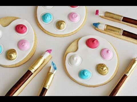 Mini M&Ms make it super easy to decorate Christmas sugar cookies
