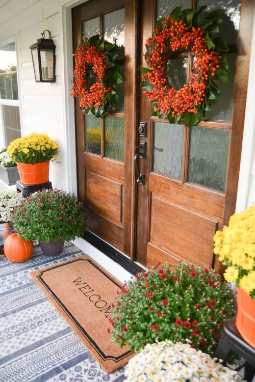Simple Fall Decorating Ideas for your Farmhouse Front Porch |  boxwoodavenue