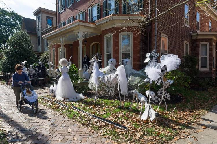 awesome outdoor halloween party ideas · Let witches occupy your porch