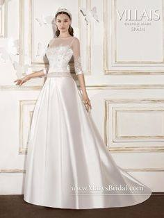 Reign was inspired by one of the most cherished bridal gowns of all time –  the dress actress Grace Kelly wore to her wedding to Prince Rainer of  Monaco in