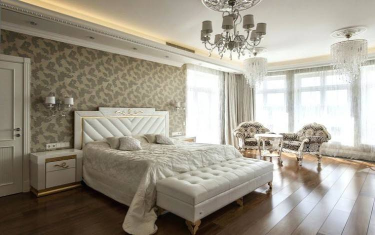 In the bedroom, a careful blend between modern and traditional