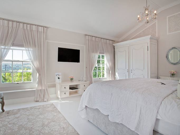 Brooks Country House is a stunning 22 bedroom Georgian manor house set  between Hereford and Ross on Wye