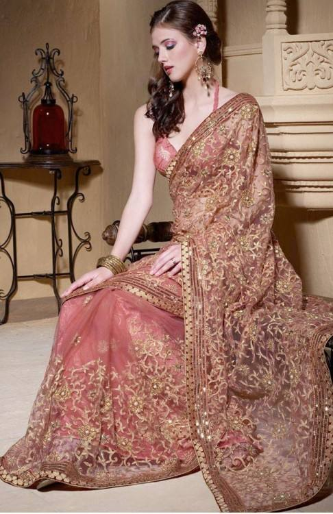 This is elegantly executed by  Aishwarya Rai Bachchan in Rajasthani dresses