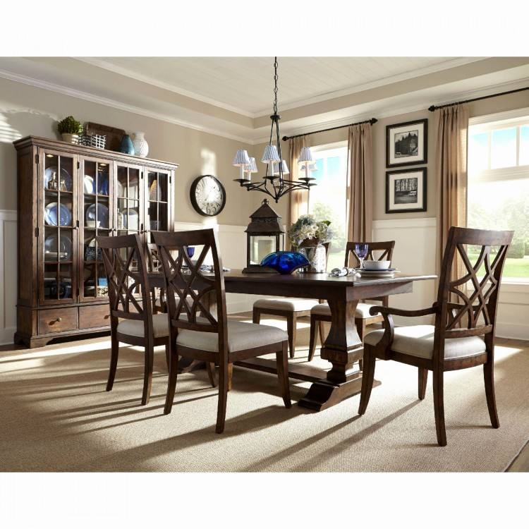 rugs under dining table