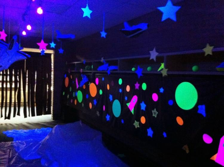 Make your outer space games out of this world FUN! Take a look at these outer  space birthday party ideas to find the perfect space party games and