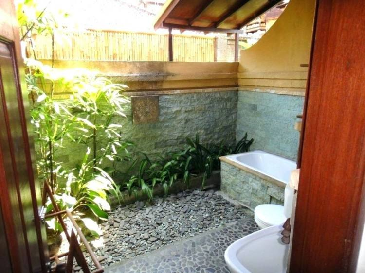 tropical bathroom ideas wooden effect bathroom with 2 big in the wooden  square tropical themed bathroom