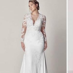 Welcome to Carolina Bridal World where you will find only nationally  advertised designer wedding dresses portrayed in 2 locations combined with  over 27,000
