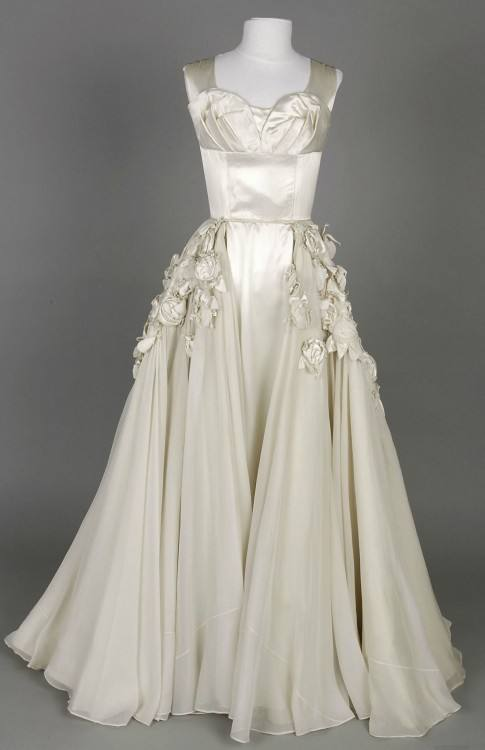 Any fan of Audrey, would know that this dress has its own little story  behind it